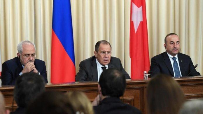 El ministro de Asuntos Exteriores de Rusia, Sergey Lavrov. Dijo el sábado que los ataques aéreos contra Siria, dirigidos por Estados Unidos, Gran Bretaña y Francia el 14 de abril. Violaron el derecho internacional e indicaron que las potencias occidentales intentan destruir el proceso de paz.