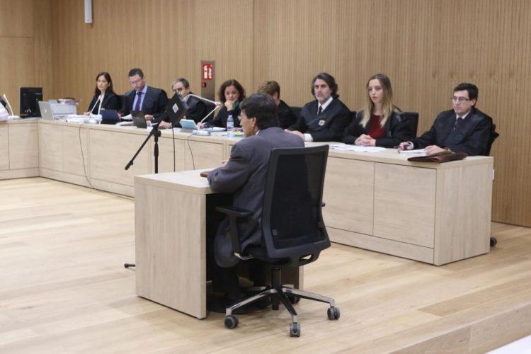 Notario condenado a 4 años de cárcel tras apropiarse de 400 Euros de sus clientes