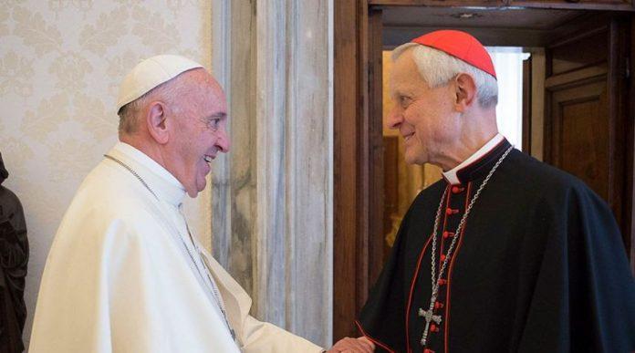 El Papa Francisco saludando al Cardenal Donald Wuerl en el 2017