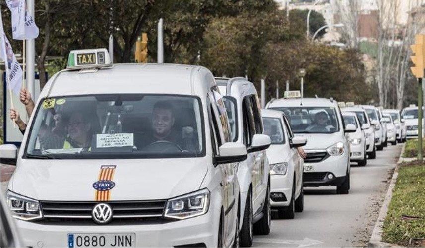 Taxistas exigen respuestas