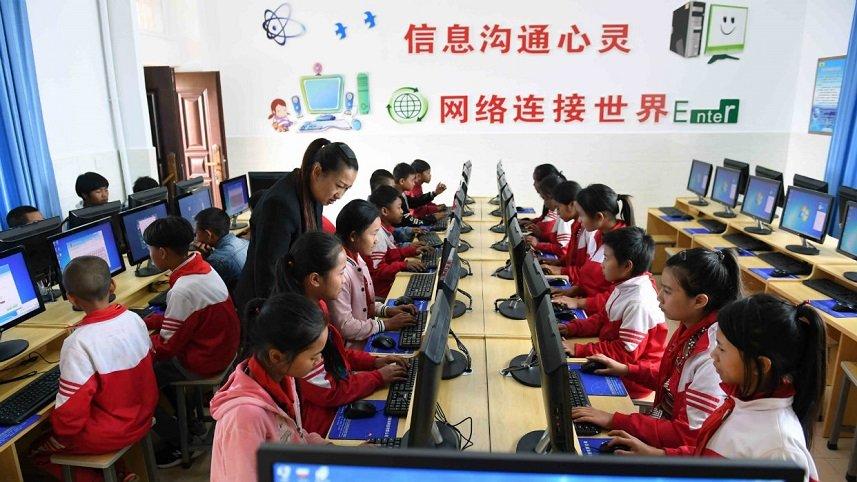 China tiene 829 millones de internautas