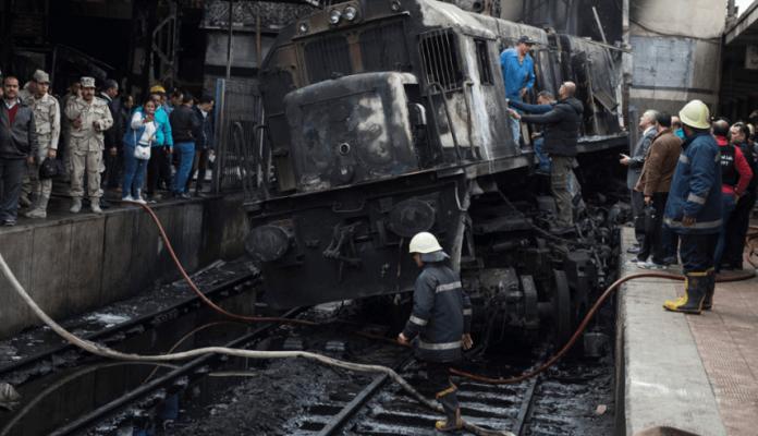 Choque e incendio dejan 25 muertos en El Cairo