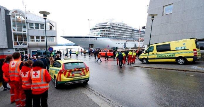 El crucero Viking Sky alcanza puerto tras evacuación en Noruega