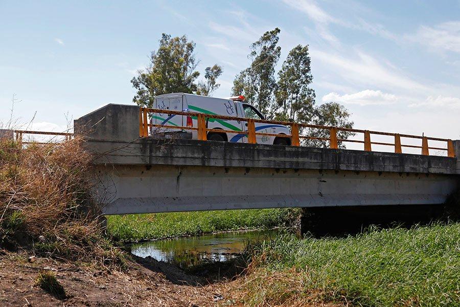Hallan bolsas con 19 cadáveres en aguas residuales de Jalisco en México