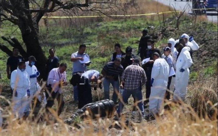 Hallan bolsas con 19 cadáveres en canal de aguas residuales de Jalisco en México