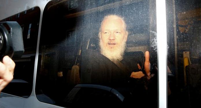 "Presidente Moreno: ""Assange intentó usar la embajada en Londres como centro de espionaje""Presidente Moreno: ""Assange intentó usar la embajada en Londres como centro de espionaje"""