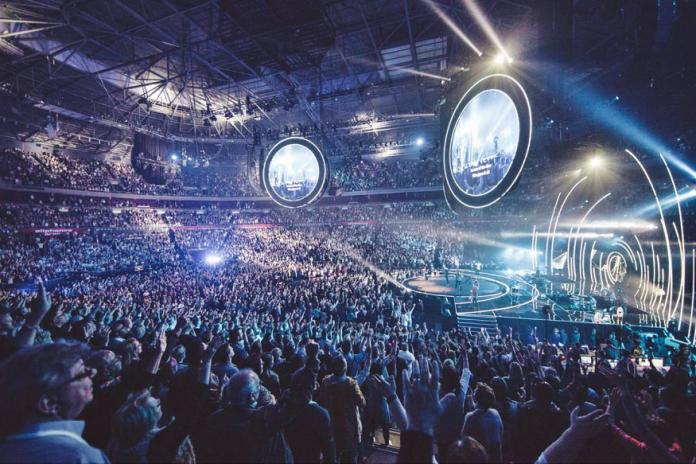 Iglesia Hillsong promueve la 'fe milenial' con música