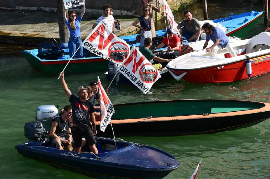 En Venecia miles de personas  contra los grandes cruceros