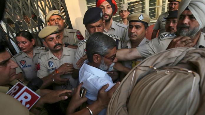 Cadena perpetua para 3 hombres por violar a una niña en India