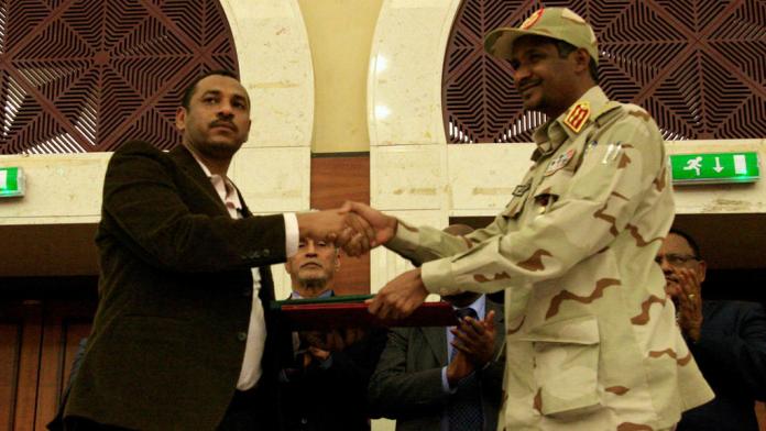 Oposición y militares firman un acuerdo político para la transición en Sudán